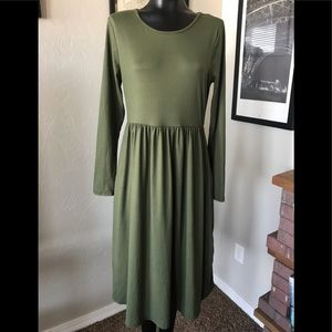 ⭐️NWOT⭐️XL Olive long sleeve midi with pockets